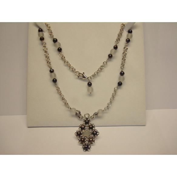 Colgante y collar de perlas